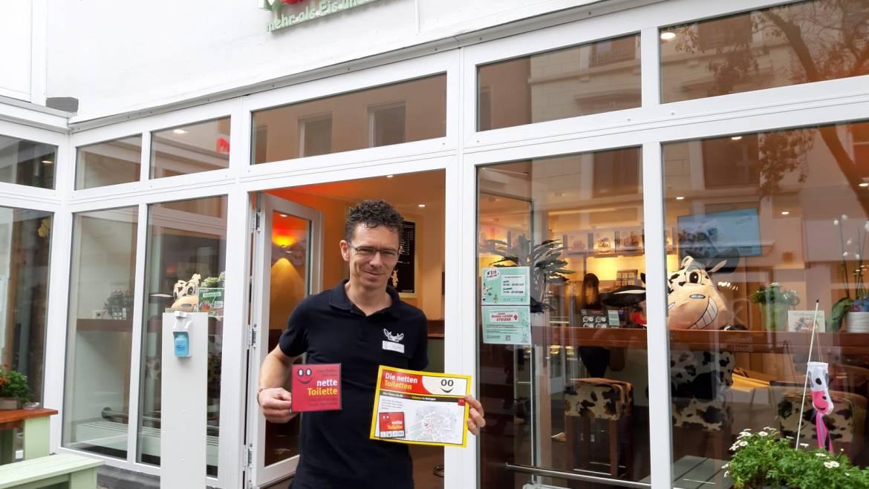 """Kuhbar auf der Oberstraße bietet nicht nur leckeres Eis, sondern auch eine """"nette Toilette"""" für alle Besucher der Innenstadt"""