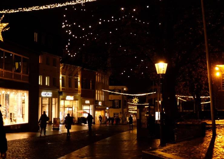 Ratinger Einzelhandel stimmt mit Online-Konzert auf Adventseinkäufe im weihnachtlichen Lichterglanz ein